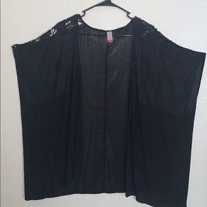 Black kimono w/black lace in front only worn twice